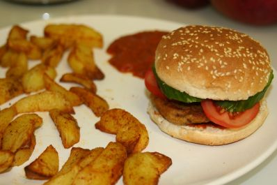 Vegan burger and fries | Wikimedia Commons
